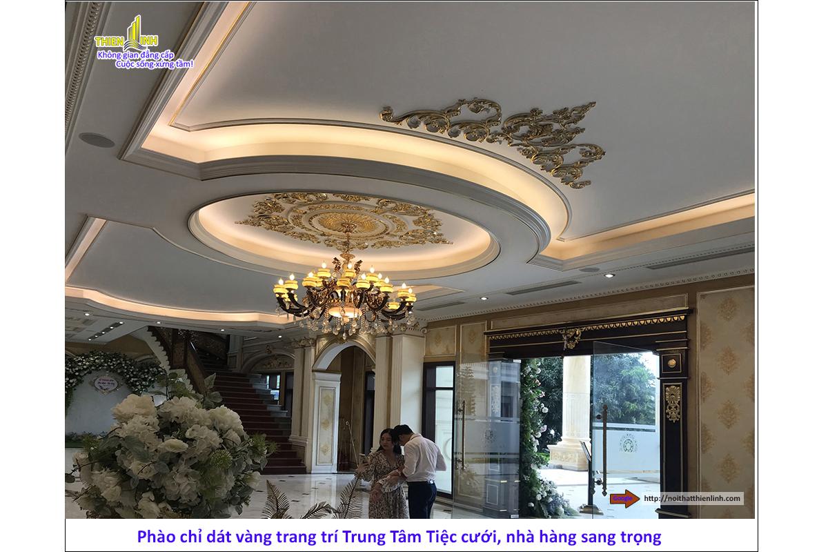 Phào chỉ dát vàng trang trí trung tâm tiệc cưới, nhà hàng sang trọng (10)