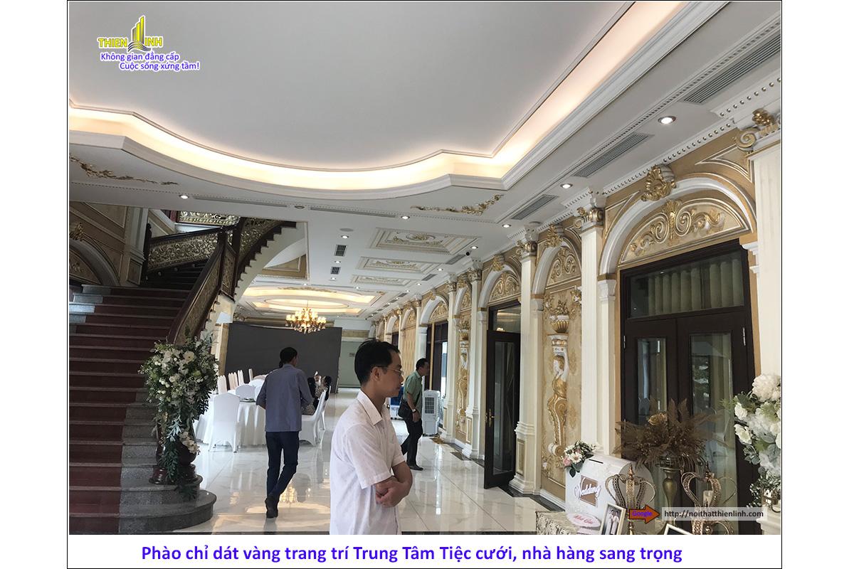 Phào chỉ dát vàng trang trí trung tâm tiệc cưới, nhà hàng sang trọng (13)